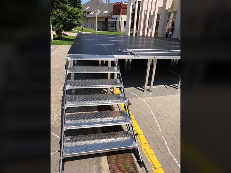 Alumínium önbeálló lépcső